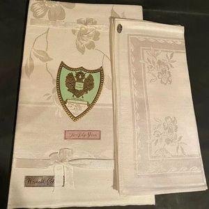 Vintage Tablecloth And Napkins Set TOYOBO New